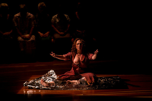 """""""Mata Teu Pai"""", com Débora Lamm. Foto de Annelize Tozetto."""