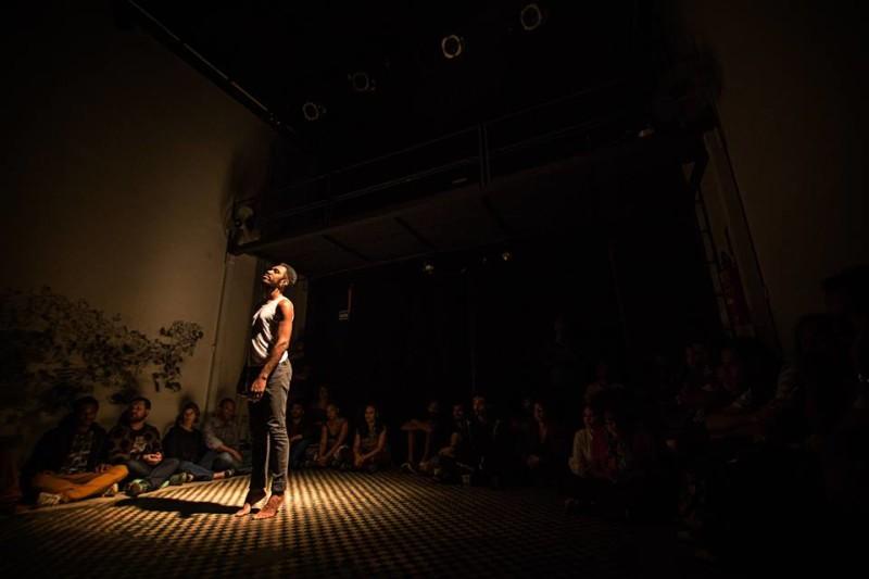 """Performances """"Linha de Frente"""" e """"Apologia III"""", de Anderson Feliciano (fotos de Pablo Bernardo)"""
