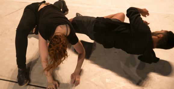 Espetáculo ''EM NÓS'', do Movasse e da Cia Sesc de Dança - foto Henrique Chendes/Divulgação