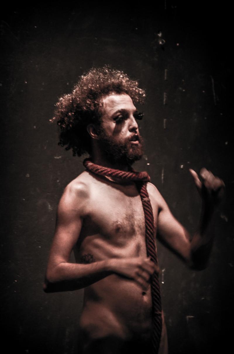 Espécie, de Igor Leal. Foto de Mirela Persichinni.