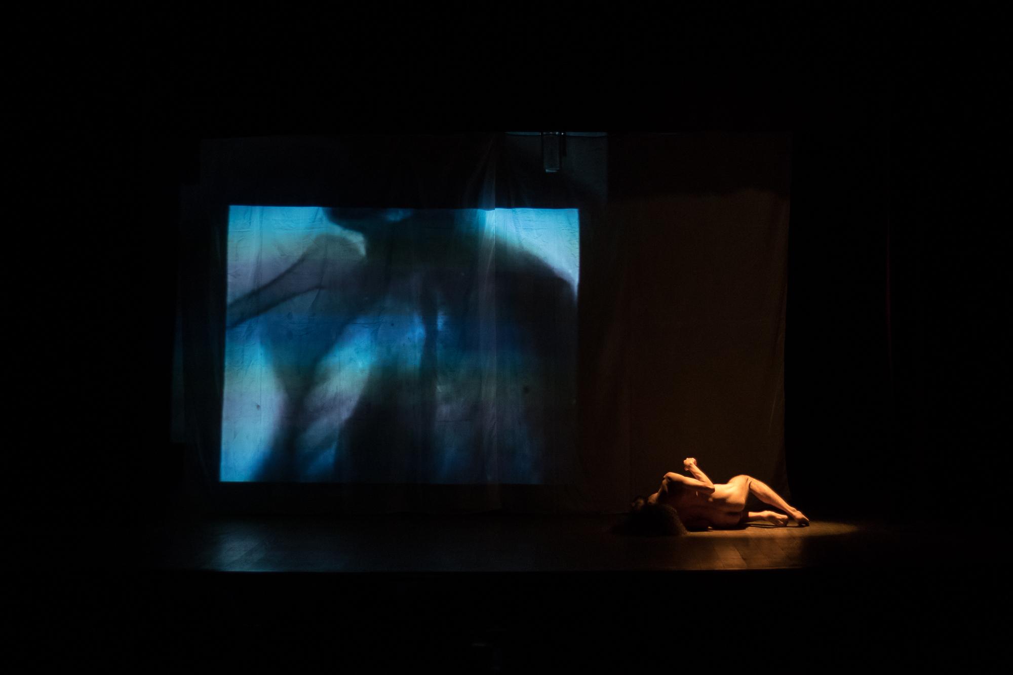 Sondagens sobre corpos, sob a pele e através de configurações imprevistas