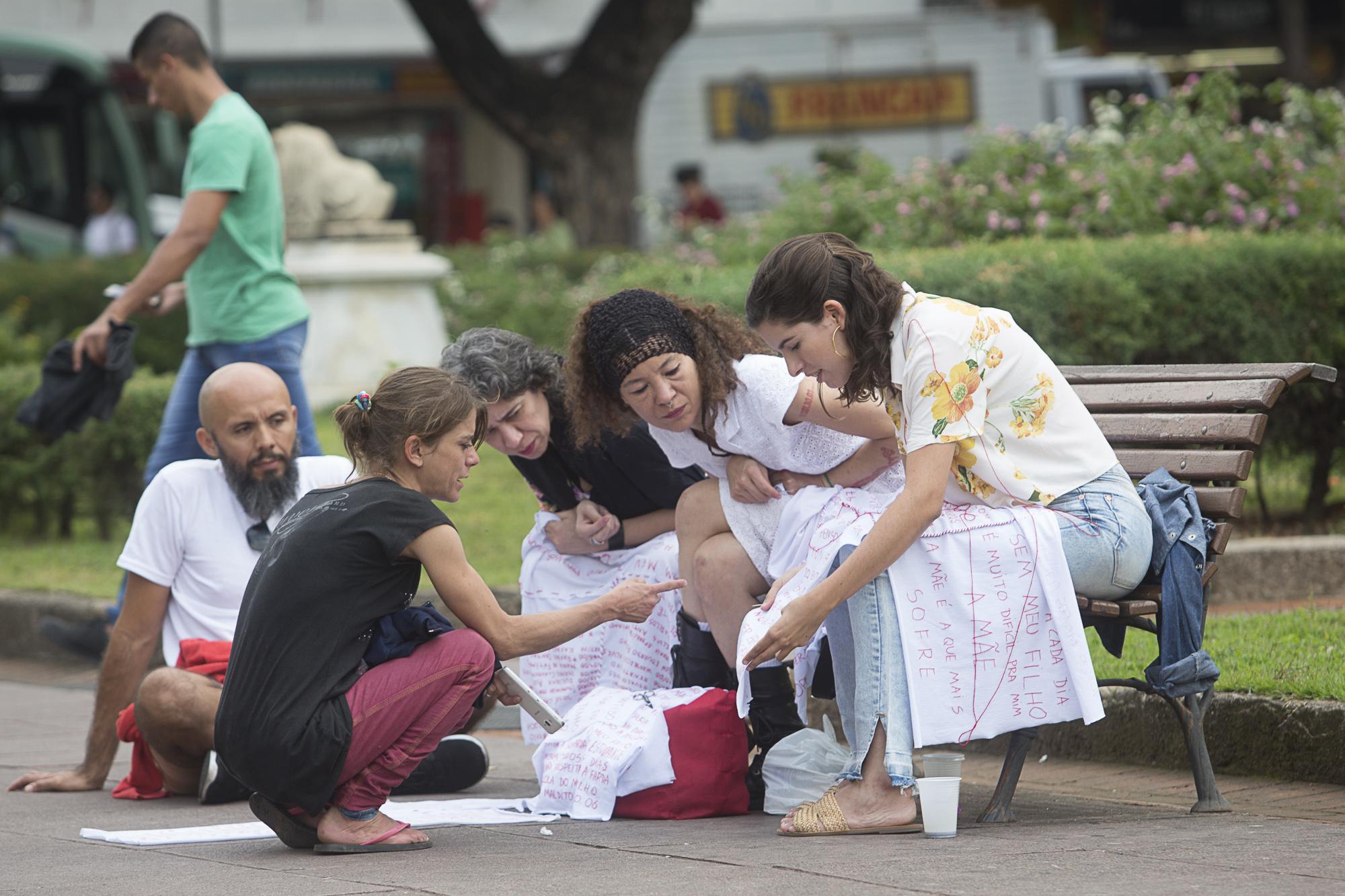 Tecer o Luto para Reforçar a Luta: Artivismo e Resistência no Trabalho da performer Nina Caetano